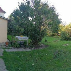 Ponúkame na predaj za veľmi výhodnú cenu starší rodinný dom v meste Komárno!
