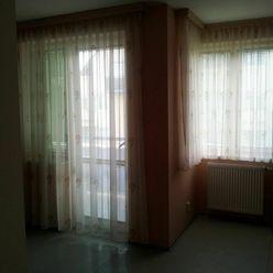 Prenájom zariadený 1 izb. byt s balkonom v Nitre, na Južnej ul. Nitra - Čermáň s garážovým státim