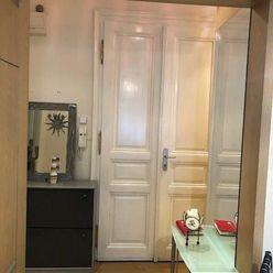 Ponúkame na prenájom 1 izb. byt v centre mesta na Palisádoch , byt orientovaný do dvora