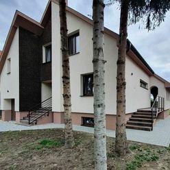 Krásny 3-podlažný novopostavený dom v obci 4 km od R7