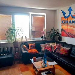 VÝBORNÁ LOKALITA ! BA IV., PRIBIŠOVA UL., 3i byt 91 m2 s balkónom, možnosť prerobiť na 4 izbový, ro