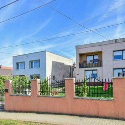 RD s garážou a pozemkom 1748 m2, Kuzmice