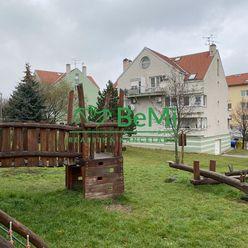 4 - izbový veľkometrážny mezonet Nitra - Čermáň,Južná ul.(Martinák) ID 220-114-MIG