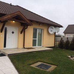 Predáme luxusný 6 izbový rodinný dom v obci Feketeerdó o výmere 141m2 s pozemkom 1167m2 za 275.000,0