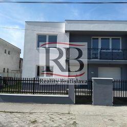 Na predaj 7 izbový zrekonštruovaný rodinný dom v tichej slnečnej ulici v obci Dolný Štál