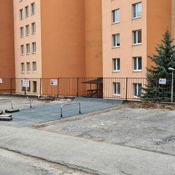 Ponúkame na prenájom parkovacie miesto na ulici Šafárikova, Trenčín - Juh.