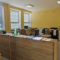 Ponúkame Vám na prenájom kancelárske priestory v Dubnici nad Váhom o rozlohe 126 m2.