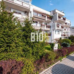 NA HREBIENKU- 6 izbový byt s loggiou a balkónom v tichej lokalite