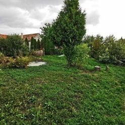 Ponúkame na predaj rodinný dom s veľkým pozemkom v obci Dlhá, plocha domu 150m2, pozemok 3331m2