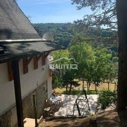 Krásne zrekonštruovaná chatka s veľkou záhradou 1600 m2 Hrádok