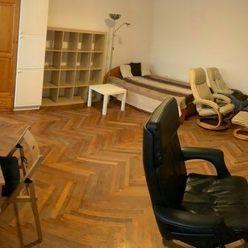 Prenájom 1 izbový byt  v centre Chorvátska ulica - plocha 38 m2 - stav: po čiastočnej rekonštrukcii