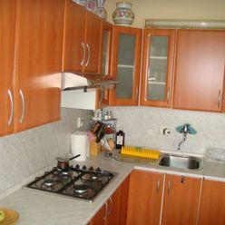 4-izbový slnečný čiastočne rekonštruovaný byt s loggiou a s garážou na predaj na Batkovej ul. BA-IV