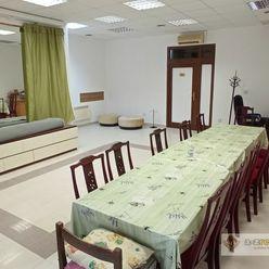 Ponúkame na prenájom pekný priestor na Nádvorí Európy v Komárne