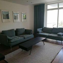 BA I. Staré mesto - 3 izbový veľký byt  s dvoma parkovaniami v Starom meste
