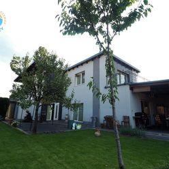 Na predaj rodinný dom rekonštrukcia + prístavba, dvoj garáž, 761 m2, Trenčianske Stankovce