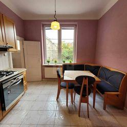 Directreal ponúka Veľký 4 izbový byt s priestrannou pivnicou kúsok od centra.