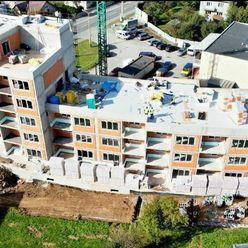 60m2 byt + 40 m2 terasa + 50 m2  predzáhradka