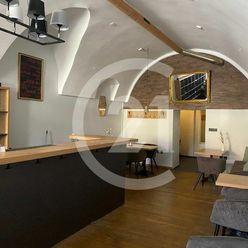 Obchodný priestor pre kaviareň a reštauráciu priamo na Námestí SNP v Banskej Bystrici