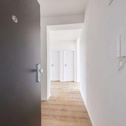 (D7.1.2.) 2-izbový byt s 2 predzáhradkami a loggiou - rezidenčný projekt POLIANKY - Zavar