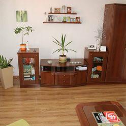 Directreal ponúka Vo výhradnom zastúpení na predaj pekný trojizbový ,komplet prerobený byt