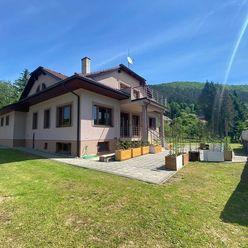 Veľkolepá rodinná villa v Trenčianských Tepliciach s dokonalým výhľadom na prírodu