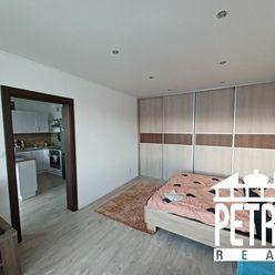PREDAJ : veľký  zariadený 1 izbový byt po úplnej rekonštrukcii v centre mesta Zvolen