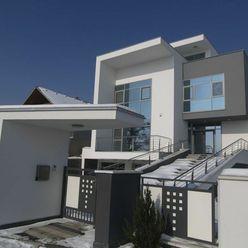 Moderná rodinná vila v pokojnej lokalite s krásnym výhľadom na mesto v Bratislave III, Novom Meste,