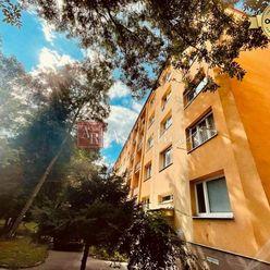 PREDANÉ: Priestranný 2 izbový byt na Bulvári, 61 m2, 2. posch., ZA