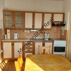 Slnečný čiastočne zrekonštruovaný 3 izbový byt s veľkou loggiou vo vyhľadávanej lokalite
