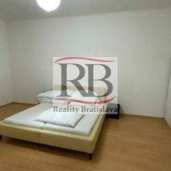 Na prenájom priestranný 4-izbový byt  na Vajnorskej ulici v blízkosti Trnavského mýta, BAIII