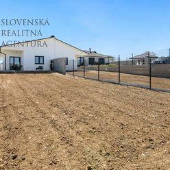 Na predaj SKOLAUDOVANÁ novostavba 4i RD s nekonečným výhľadom na Karpaty, pozemok 427m², Šenkvice, o