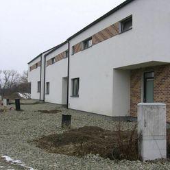 OLYMP - SKOLAUDOVANÝ a nový, tehlový 4-izb. RD s pozemkom 267 m2 v Marianke na Lúčnej ul.