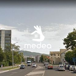 REZERVOVANÉ - veľký 2i byt, čiastočná rekonštrukcia, Nitra-Centrum
