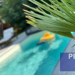 --PBS-- ++Rodinný zámok na najlukratívnejšej adrese v meste s vlastným lesíkom, bazénom a neopakovat