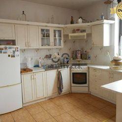 Priestranný 4-izb. rodinný dom, na pozemku 1.980 m2, Trenč. Stankovce
