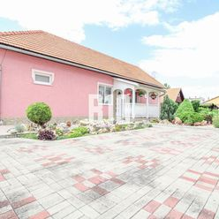 Krásne zrekonštruovaný rodinný dom v Jure nad Hronom !!