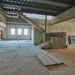 Polyfunkčná budova so zastavanou plochou 703 m2 vhodná na podnikanie aj na bývanie