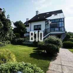 Rodinný dom Zobor s krásnym 8 á pozemkom v tichej lokalite