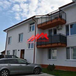 Kuchárek real: Prenájom 2 izbový byt v obci Slovenský Grob.