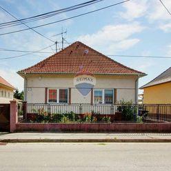 Na predaj 5 izbový rodinný dom s dvojgarážou na pozemku o rozlohe 795 m² v Šamoríne