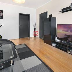 HERRYS - Na predaj zariadený 3 izbový byt s lodžiou a pivnicou s nízkymi mesačný nákladmi