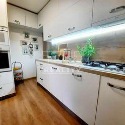 Na predaj 2i byt s loggiou v Handlovej, 60m2