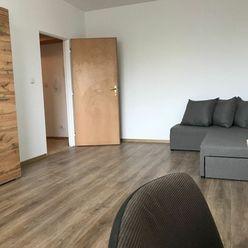 Prenájom 1 izb. bytu s parkovacím státím, oplotený areál
