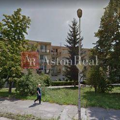 Súrne hľadám pre klienta 3+1 byt, pôv.stav, balkón,Soblahovská,Trenčín