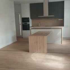 Moderné,  nadštandardné bývanie - 3 izbovýbyt v Komárne