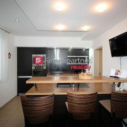 Exkluzívne - Na predaj 3 izbový byt s dvoma lodžiami  a garážou v Humennom (F149-114-TOH)