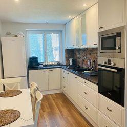 Kompletne prerobený 3-izbový byt v tichej lokalite st. sídliska v PD