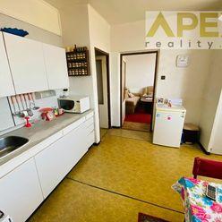 Rezervovaný - Exkluzívne iba u nás v APEX reality 3i. byt s balkónom na ul. SNP, 75 m2, pôvodný stav