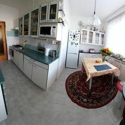 Predaj slnečný trojizbový byt s loggiou a komorou v Piešťanoch, ul. Brezová.