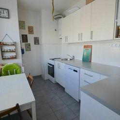 Na predaj 2 izbový byt s lodžiou v centre mesta - Senec